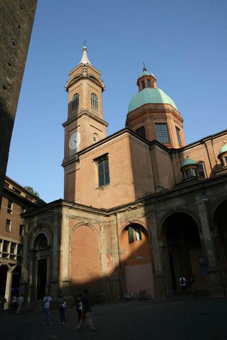 Torre medioevale di bologna - Piazza di porta saragozza bologna ...